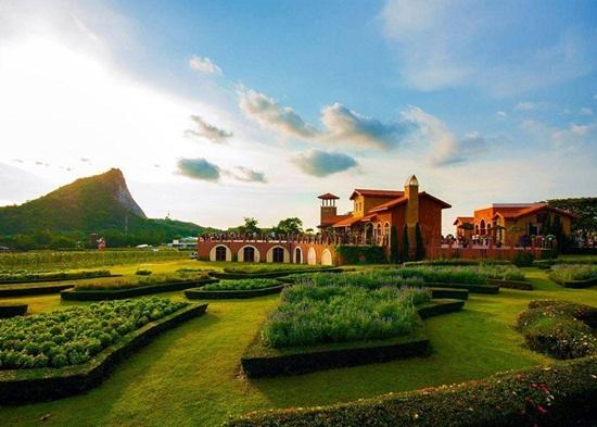 Hai điểm du lịch ở Pattaya dành cho đôi bạn trẻ